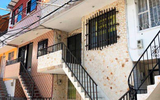 𝟏𝟎𝟓 𝐦𝐭𝟐, distribuidos en: sala comedor, balcón, terraza, cocina integral, zona de ropas, tres alcobas con closet y dos baños. 