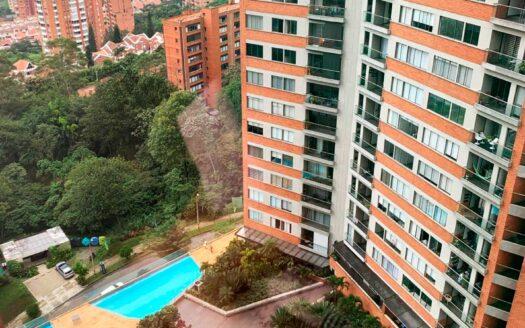 Se vende apartamento en 𝐄𝐥 𝐓𝐞𝐬𝐨𝐫𝐨, 𝐏𝐨𝐛𝐥𝐚𝐝𝐨, de 𝟖𝟔.𝟒 𝐦𝐭2, distribuidos en: 𝐛𝐚𝐥𝐜𝐨́𝐧, 𝐬𝐚𝐥𝐚 𝐜𝐨𝐦𝐞𝐝𝐨𝐫, 𝐜𝐨𝐜𝐢𝐧𝐚 𝐢𝐧𝐭𝐞𝐠𝐫𝐚𝐥, 𝐭𝐫𝐞𝐬 𝐡𝐚𝐛𝐢𝐭𝐚𝐜𝐢𝐨𝐧𝐞𝐬 𝐜𝐨𝐧 𝐜𝐥𝐨𝐬𝐞𝐭, 𝐝𝐨𝐬 𝐛𝐚ñ𝐨𝐬 𝐜𝐚𝐛𝐢𝐧𝐚𝐝𝐨𝐬, 𝐜𝐮𝐚𝐫𝐭𝐨 𝐝𝐞 𝐥𝐚𝐯𝐚𝐝𝐨 y 𝐩𝐚𝐫𝐪𝐮𝐞𝐚𝐝𝐞𝐫𝐨.