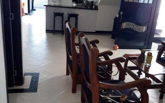 Se vende apartamento en barrio Bellavista, Bello, de 𝟏𝟑𝟔 𝐦𝐭𝟐, distribuidos en: 𝐛𝐚𝐥𝐜𝐨́𝐧; 𝐬𝐚𝐥𝐚; 𝐜𝐨𝐦𝐞𝐝𝐨𝐫; 𝐜𝐨𝐜𝐢𝐧𝐚 𝐢𝐧𝐭𝐞𝐠𝐫𝐚𝐥; 𝐭𝐫𝐞𝐬 𝐡𝐚𝐛𝐢𝐭𝐚𝐜𝐢𝐨𝐧𝐞𝐬 𝐝𝐞 𝐦𝐚́𝐬 𝐝𝐞 𝟏𝟓 𝐦𝐭𝟐, 𝐥𝐚 𝐩𝐫𝐢𝐧𝐜𝐢𝐩𝐚𝐥 𝐜𝐨𝐧 𝐛𝐚ñ𝐨 𝐩𝐫𝐢𝐯𝐚𝐝𝐨 𝐞𝐧𝐜𝐚𝐦𝐢𝐧𝐚𝐝𝐨; 𝐛𝐚ñ𝐨 𝐬𝐨𝐜𝐢𝐚𝐥 𝐜𝐨𝐧 𝐜𝐚𝐛𝐢𝐧𝐚; 𝐳𝐨𝐧𝐚 𝐝𝐞 𝐫𝐨𝐩𝐚𝐬 𝐜𝐨𝐧 𝐜𝐚𝐥𝐞𝐧𝐭𝐚𝐝𝐨𝐫 𝐝𝐞 𝐚𝐠𝐮𝐚 y 𝐭𝐞𝐫𝐫𝐚𝐳𝐚 𝐜𝐨𝐧 𝐩𝐞𝐫𝐦𝐢𝐬𝐨 𝐝𝐞 𝐜𝐨𝐧𝐬𝐭𝐫𝐮𝐜𝐜𝐢𝐨́𝐧.