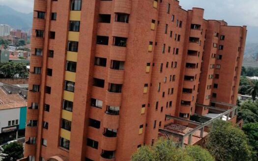 Apartamento en Carlos E. Restrepo